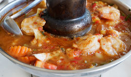 Sopa amarga hecha de la goma del tamarindo con el camarón Imágenes de archivo libres de regalías