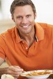 Sopa antropófaga envejecida media, sonriendo en la cámara Imagen de archivo libre de regalías