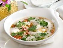 Sopa branca com nozes. imagens de stock royalty free