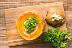 Sopa caliente del otoño con la calabaza Fotografía de archivo