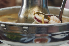Sopa caliente y amarga de los mariscos Foto de archivo