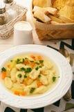 Sopa com as bolinhas de massa no fundo branco Fotografia de Stock