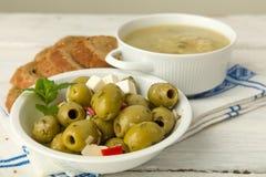 Sopa com azeitonas e pão de mistura Fotos de Stock Royalty Free