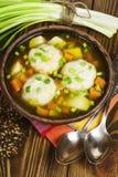 Sopa com bolas de peixes foto de stock royalty free