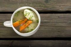 Sopa com bolinhos de massa fotografia de stock