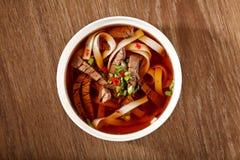 Sopa com carne e macarronetes Fotografia de Stock
