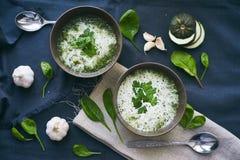 Sopa com espinafres e alho Fotografia de Stock Royalty Free