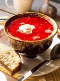 Sopa com feijões, creme de leite da beterraba do alho Imagem de Stock