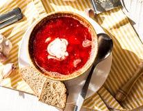 Sopa com feijões, creme de leite da beterraba do alho Fotos de Stock