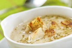 Sopa com fritos de pão Imagem de Stock Royalty Free