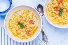 Sopa com grão-de-bico, cevada Fotos de Stock