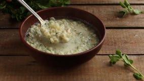 Sopa con las pastas y las verduras Nutrición apropiada Fondo del alimento Copie el espacio almacen de metraje de vídeo