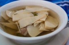 Sopa con los brotes de bambú, comida tailandesa de la costilla de cerdo Fotografía de archivo libre de regalías
