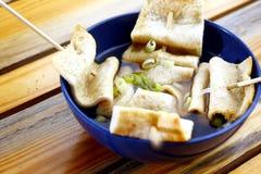 Sopa coreana do croquete de peixe imagem de stock royalty free