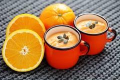 Sopa da abóbora com laranja imagem de stock royalty free