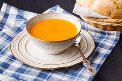 Sopa da abóbora, saboroso tradicionais e aquecimento foto de stock royalty free