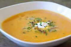 Sopa da cenoura e do gengibre com aneto Imagem de Stock Royalty Free