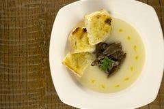 Sopa da couve-flor com cogumelos e brinde Imagens de Stock