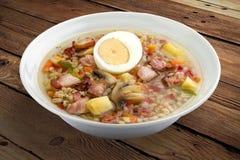 Sopa da pérola com bacon e ovo imagens de stock royalty free