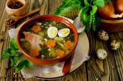 Sopa da provocação com ovos e cenoura na bacia na tabela fotos de stock royalty free