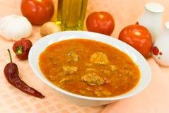 sopa da Stew-goulash - com pimenta e os cubos vermelhos de sino Fotografia de Stock Royalty Free