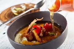 Sopa de champiñones con ajo y Cherry Tomato Fotografía de archivo