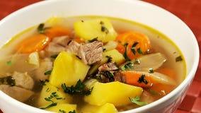 Sopa de cocido húngaro almacen de metraje de vídeo