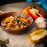 Sopa de cocido húngaro caliente húngara tradicional Fotos de archivo
