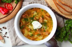Sopa de cogumelo com vegetais e pão Fotografia de Stock Royalty Free