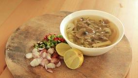 Sopa de cogumelo picante na tabela filme