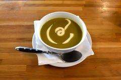 Sopa de creme do aspargo com creme de leite Imagens de Stock Royalty Free