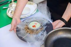 Sopa de creme em uma bacia no fundo branco Imagem de Stock Royalty Free