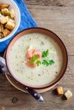 Sopa de creme vegetal com camarões Fotografia de Stock
