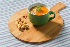 Sopa de creme vegetal com pão torrado Imagem de Stock Royalty Free