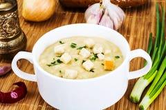 Sopa de creme vegetal com pão torrado Foto de Stock