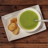Sopa de creme verde do aipo com pão torrado, quadrado do instagram Fotografia de Stock Royalty Free