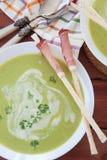 Sopa de ervilha cremosa caseiro foto de stock royalty free