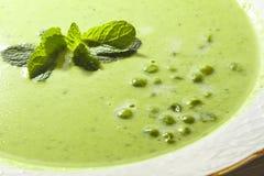 Sopa de ervilha verde com hortelã Fotografia de Stock Royalty Free