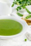 Sopa de ervilha verde fresca Fotografia de Stock