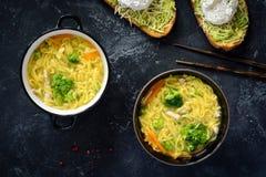 Sopa de fideos asiática - ramen fotografía de archivo