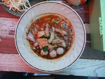 Sopa de fideos con carne de vaca Imagenes de archivo