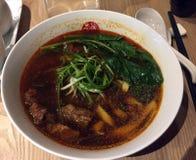 Sopa de fideos taiwanesa de la carne de vaca imagen de archivo