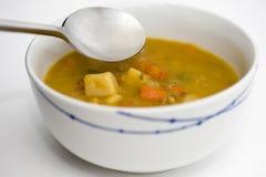 Sopa de galinha com colher Imagem de Stock