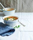 Sopa de Gazpacho com queijo creme e salsa fresca Imagem de Stock Royalty Free
