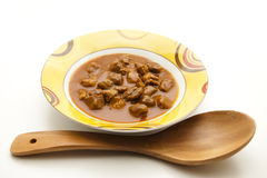 Sopa de goulash com colher de madeira Imagem de Stock