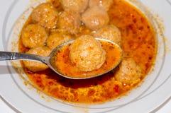 Sopa de la albóndiga, Sulu Köfte, comida turca fotos de archivo