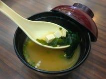 Sopa de la alga marina, comida japonesa Fotos de archivo