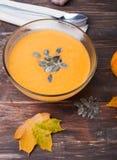 Sopa de la calabaza de otoño Fotos de archivo