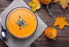 Sopa de la calabaza de otoño Imagenes de archivo