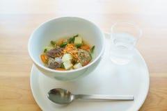 Sopa de la carne con las verduras Fotografía de archivo